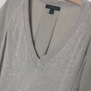 Banana Republic Tops - Banana Republic v-neck linen sweater tee L